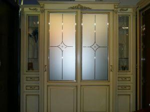 Классический шкаф купе массив с фацетными зеркалами и гравировкой Черногорск