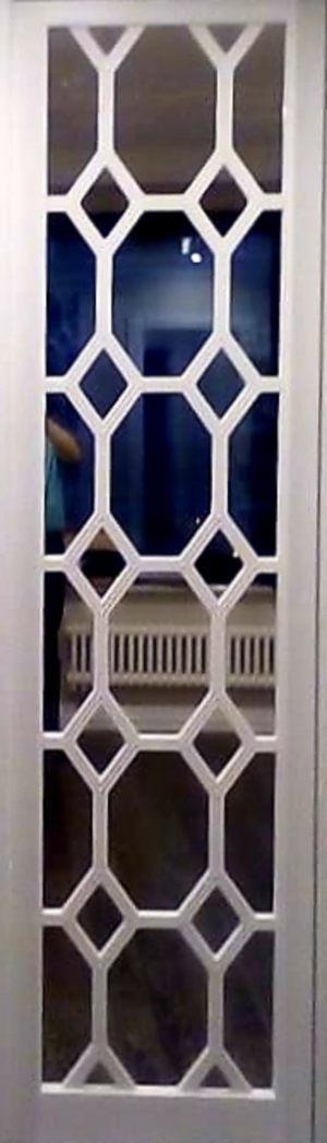 Вставка с фигурной филенкой на зеркале эмаль Черногорск