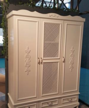 Распашные двери с декоративными накладками Черногорск