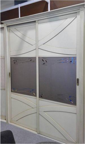 Классический шкаф купе с эксклюзивным декором Черногорск