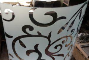 Стекло радиусное с пескоструйным рисунком для радиусных дверей Черногорск